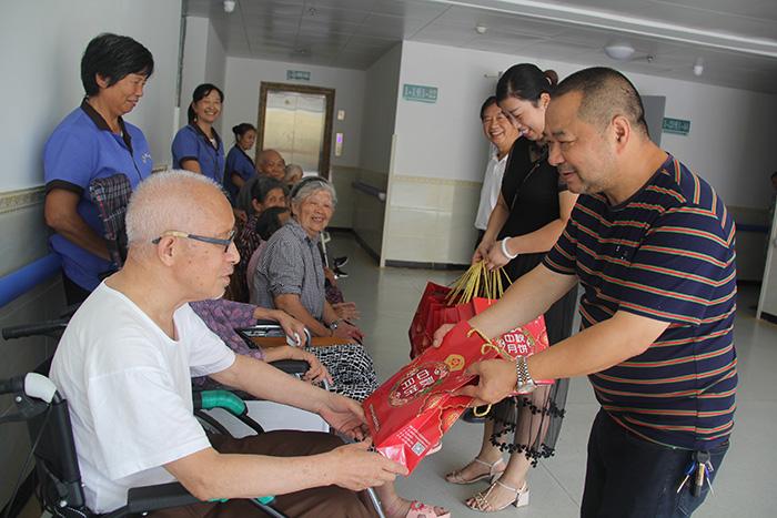 2019年中秋佳节来临之际,金华汽修厂华总来院慰问老人