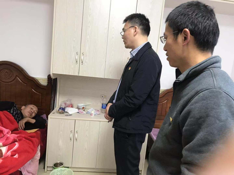 中国人民银行合川支行学习小组来我院慰问老人